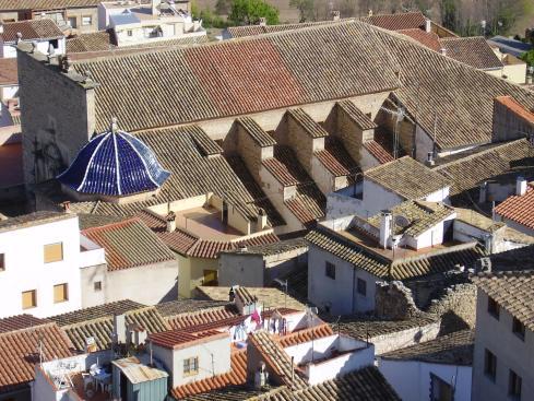 La iglesia parroquial -sin campanas- visto desde la Torre de la Alcudia